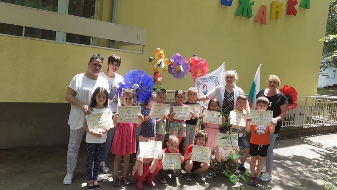 """Наградиха русенски деца за съпричастност към """"Ангелите от Лим"""""""