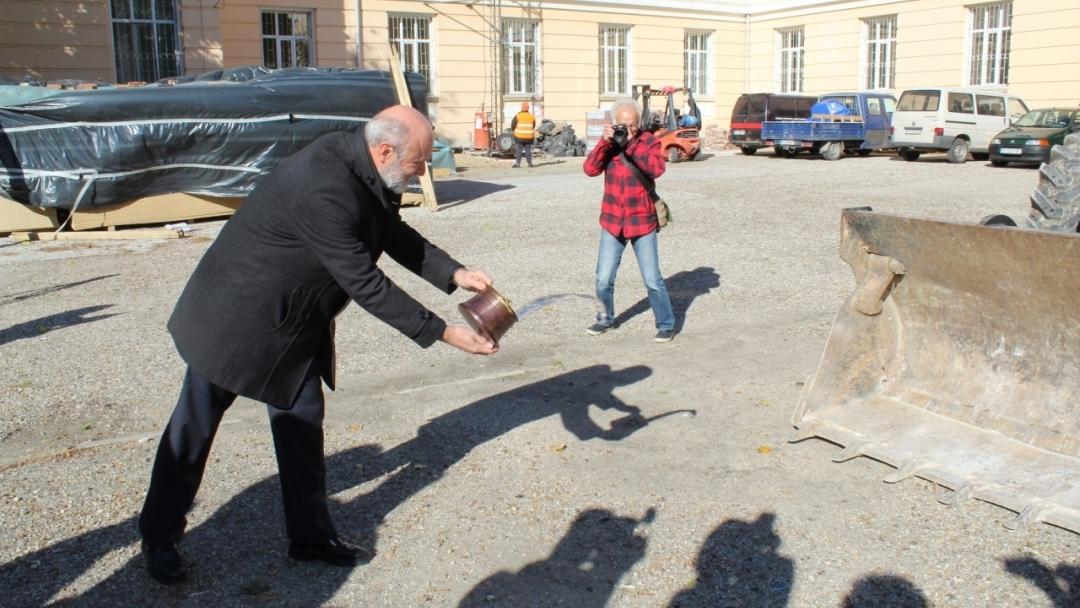 """Състоя се първа копка на обект ПМГ """"Баба Тонка"""" по проект """"Ремонт на пет общински учебни заведения в град Русе, включително прилежащите им дворни пространства"""""""