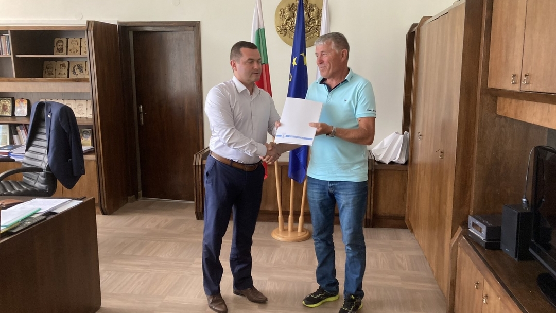 Кметът на Русе награди бронзовия медалист по академично гребане Лазар Пенев