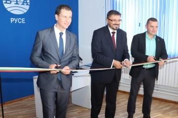 Кметът Пенчо Милков и директорът на БТА Кирил Вълчев откриха официално новия пресклуб на агенцията в Русе