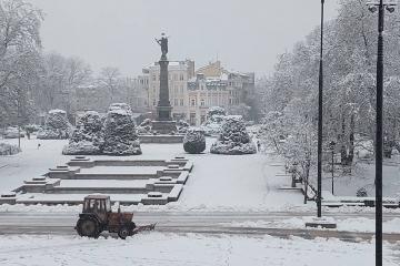 24 машини почистват Русе след падналия снощи сняг