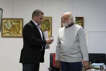 Художникът Хрисанд Хрисандов бе удостоен със златна значка за дългогодишния принос към културния и образователния живот в Русе