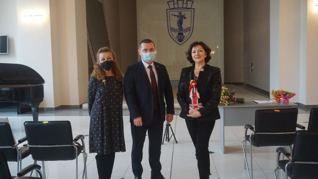 Кметът на Община Русе благодари лично на световноизвестната оперна прима Красимира Стоянова за подарения от нея майсторски клас