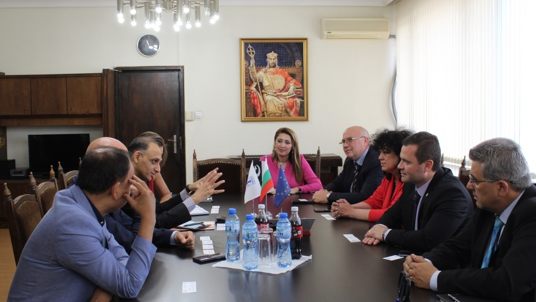 The mayor of Ruse in a meeting with a delegation from the Embassy of Pakistan in Bulgaria