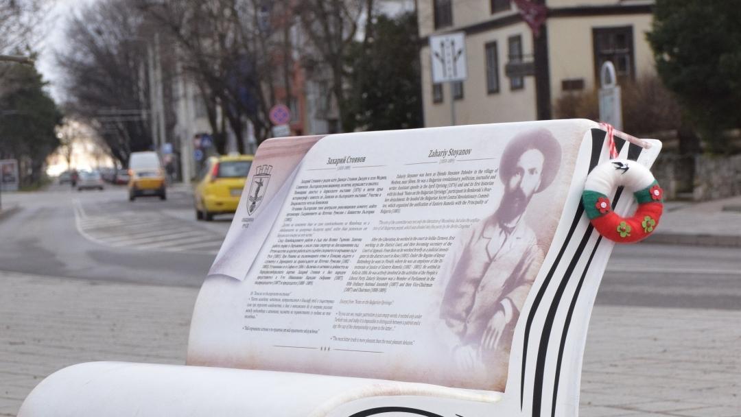 Литературни пейки зарадваха русенци в навечерието на националния празник