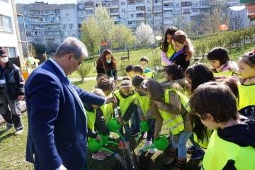 Над 80 дървета бяха засадени в русенски детски градини