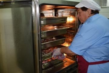 """Всеки ден 250 души в Русе се възползват от """"Топъл обяд в извънредно положение"""""""