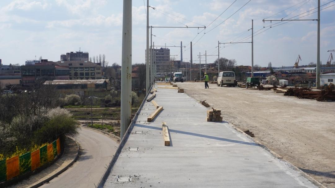 """Ремонтът на булевард """"Трети март"""" е почти завършен. Тече укрепването на устоите на Сарайския мост"""