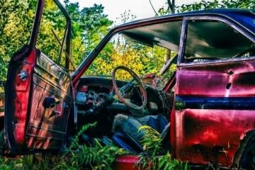 Собствениците на 40 изоставени автомобила в Русе имат краен срок за преместването им от градските улици