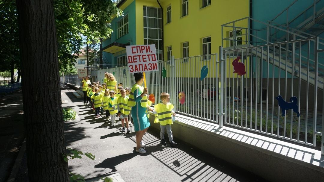 "И детска градина ""Пинокио"" проведе състезание по безопасност на движението"