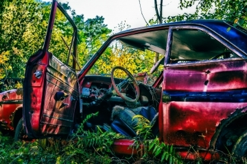Собствениците на 73 изоставени автомобила в Русе имат краен срок за преместването им от градските улици