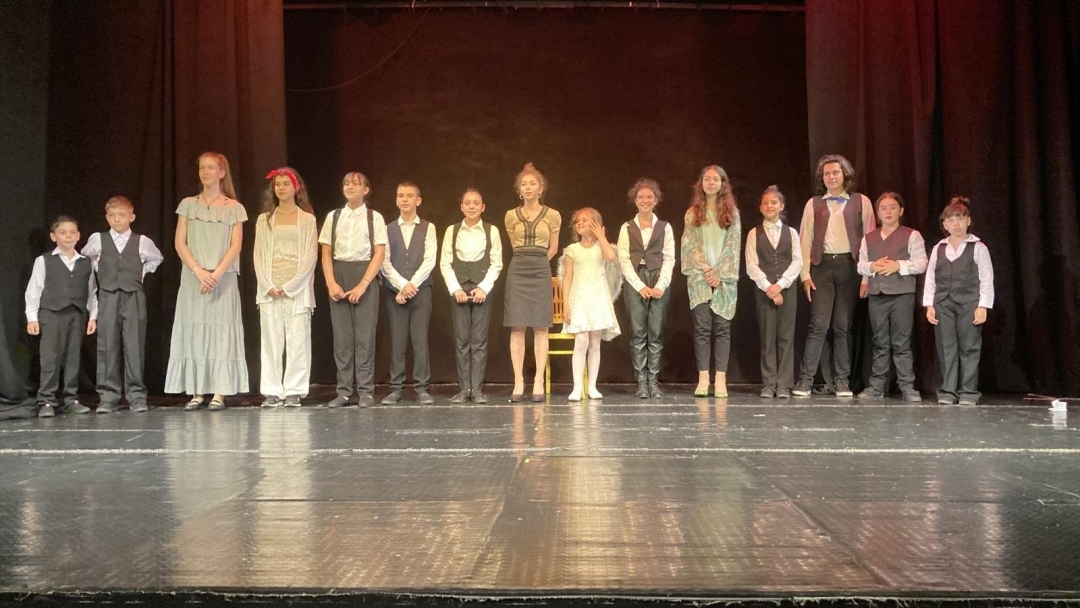"""Театрално студио """"Маска"""" към Общинския младежки дом с общо 6 награди от два национални театрални фестивала"""
