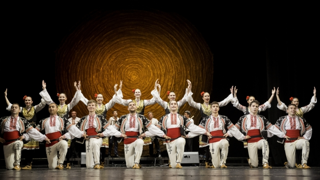 "Фолклорно танцово студио ""Зора"" набира нови танцьори"
