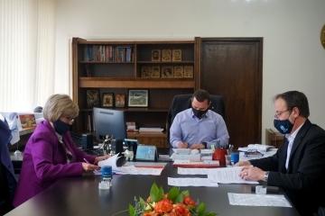 Нов колективен трудов договор ще гарантира правата на здравните и социалните работници в Община Русе