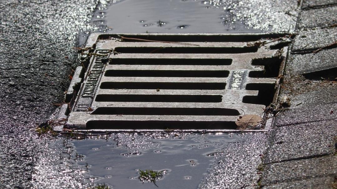 В Русе продължава активното почистване на листа и отпушване на шахти