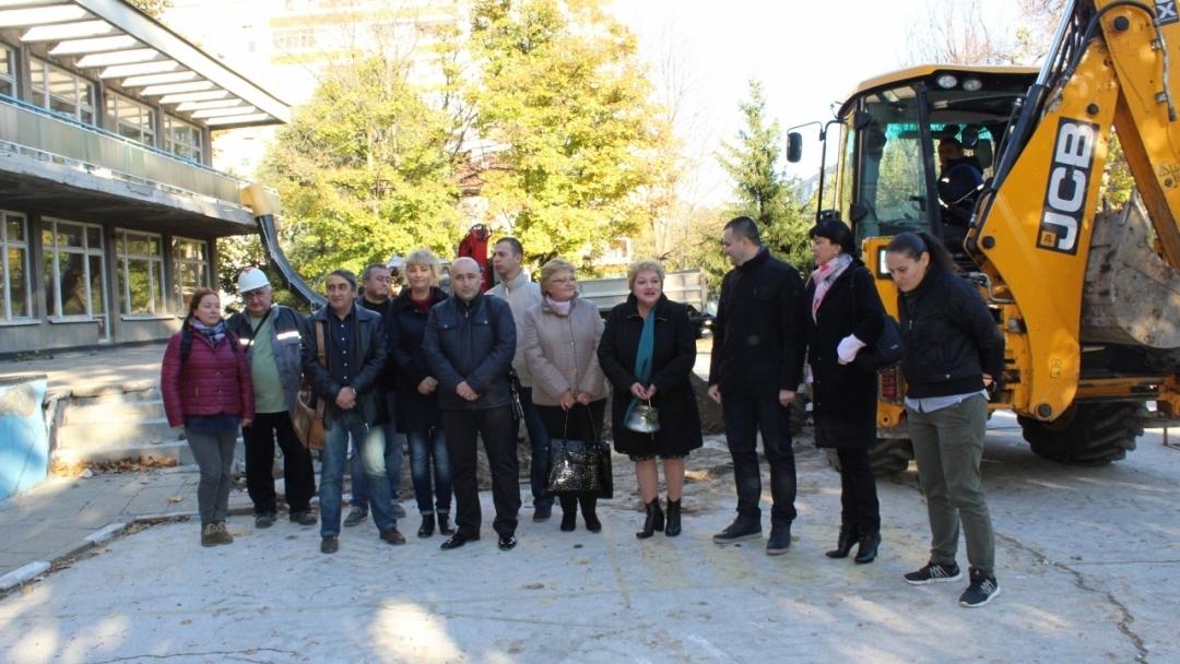 """Състоя се първа копка на обект ДГ """"Русалка"""" 2 по проект """"Ремонт на пет общински учебни заведения в град Русе, включително прилежащите им дворни пространства"""""""