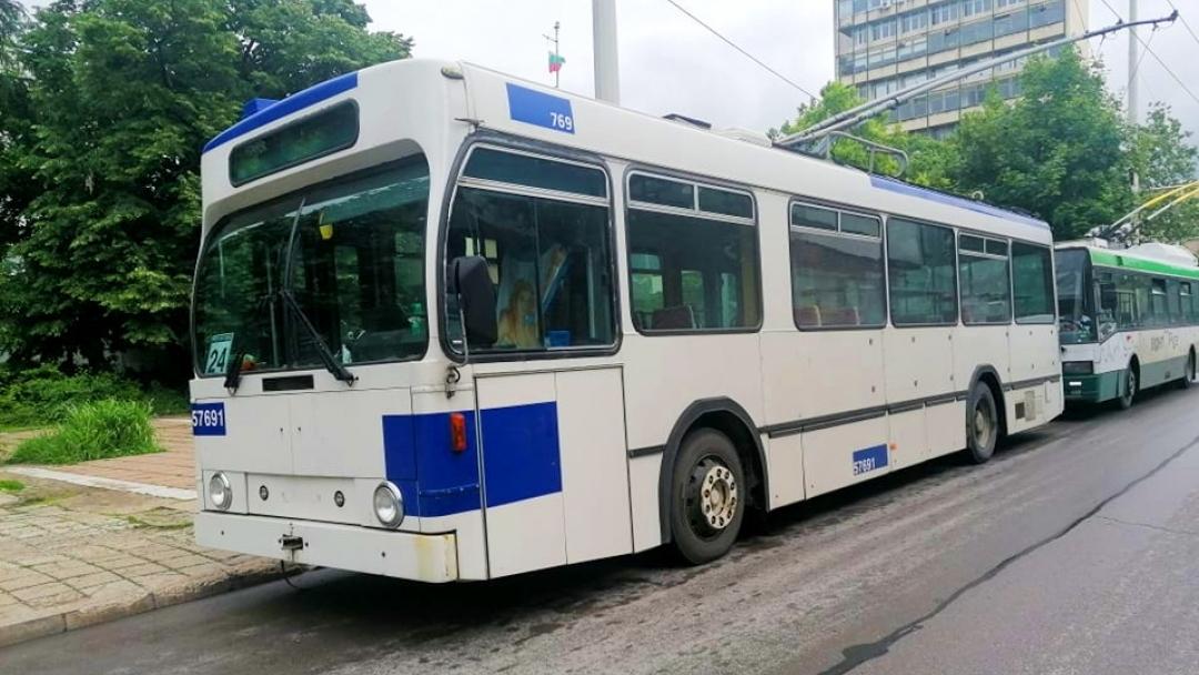 Намаляват с 20 лв. цената на картите за градски транспорт за учащи