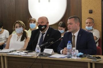 Кметът Пенчо Милков настоя трафикът от тирове да бъде изведен извън града