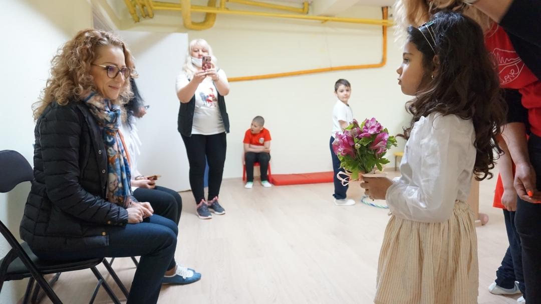 """Откриха обновения физкултурен салон в детска градина """"Зора"""""""