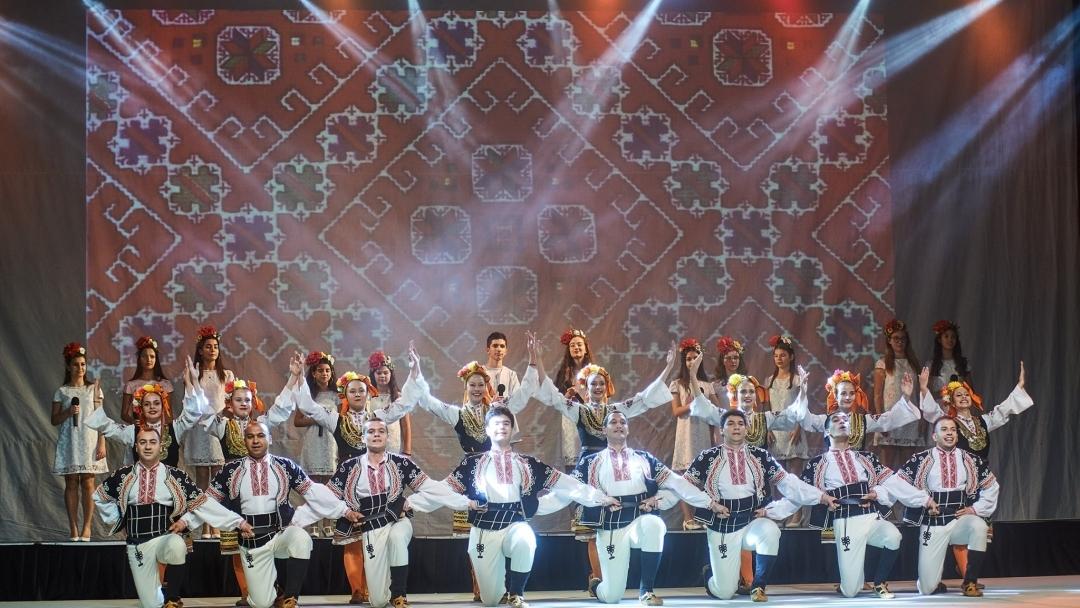 """Танцьорите от """"Зора"""" с награда от международен конкурс"""