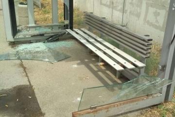 Видеокамери на Община Русе заснеха вандалски акт на автобусна спирка