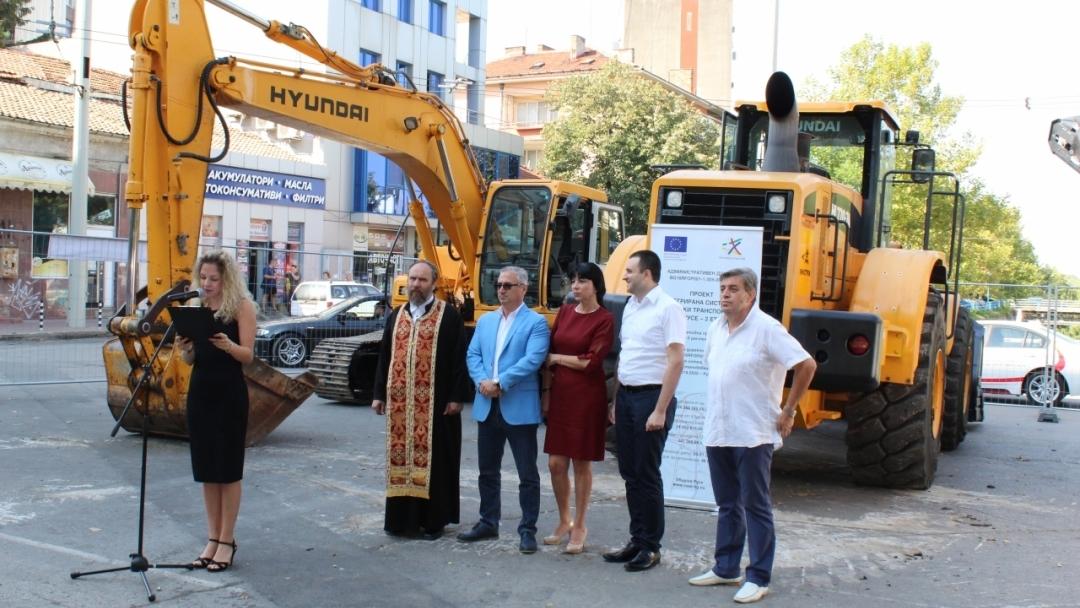 """Състоя се символична първа копка на обект """"Реконструкция на бул. """"Придунавски булевард"""" и рехабилитация на 3 броя пасарелки"""""""