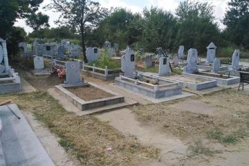 """Продължава почистването на гробищни паркове """"Басарбово"""" и """"Чародейка"""""""