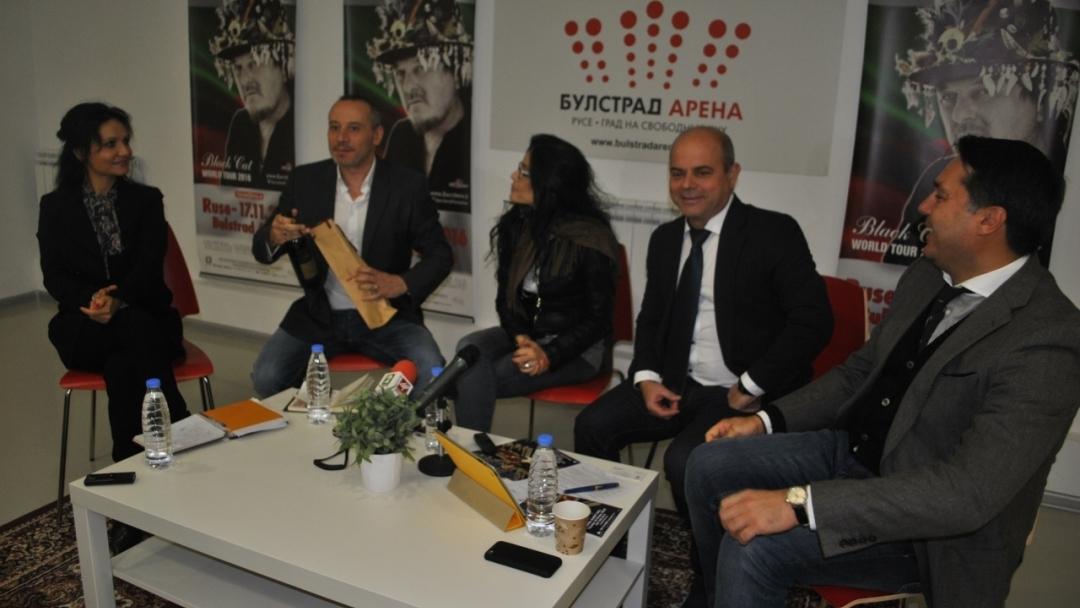 Кметът Пламен Стоилов: Дзукеро ще направи в Русе концерт на годината