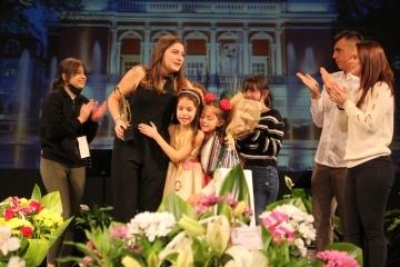 """Симона Кунчева е носителят на Гранд при на 25-ото юбилейно издание на Музикалния конкурс """"Северно сияние"""""""