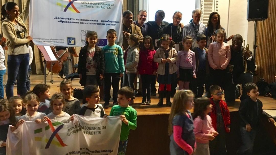 Малки меломани от 6 детски градини откриха класиката и джаза в незабравима среща с именити музиканти по проект на Община Русе