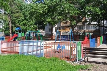 Активно строителство и ремонт на детски площадки в Русе
