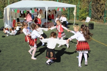 """С фолклор и много настроение приключи проектът """"Удивителният свят на знаещите 6-годишни в Русе"""""""