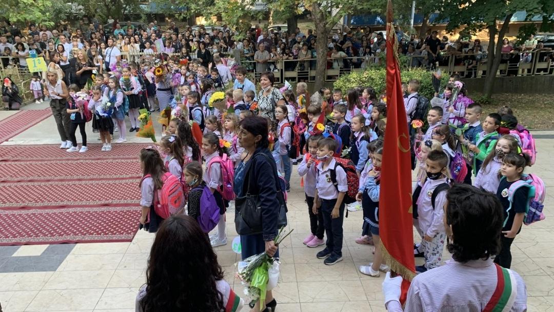 Започна учебната година за всички училища и детски градини в Община Русе