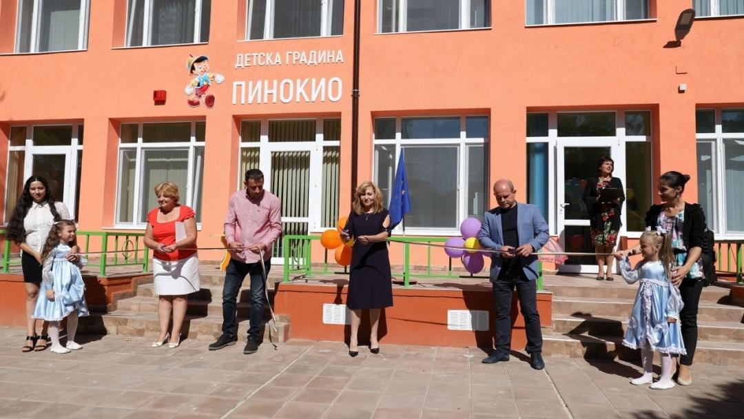 """Проведе се церемония по откриване на завършен обект ЦДГ """"Пинокио 1"""" по проект """"Ремонт на пет общински учебни заведения в град Русе, включително прилежащите им дворни пространства"""""""
