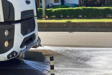 Продължава миенето на улиците в града по утвърден график
