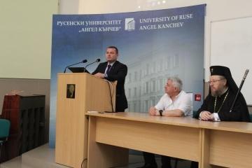"""Кметът Пенчо Милков приветства учителите по религия на семинара """"Йовков и християнските добродетели"""""""